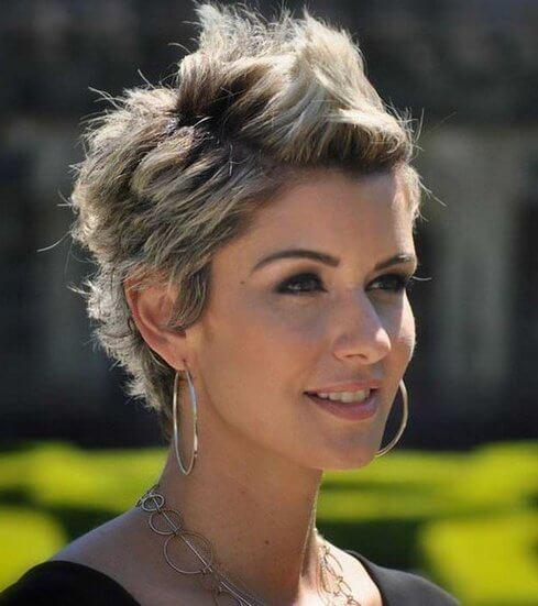 Піднятий середній сектор волосся
